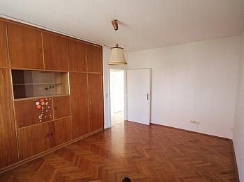 Wohnzimmer Kunststoff Wohnanlage - Günstige 2 Zimmerwohnung nahe Zentrum