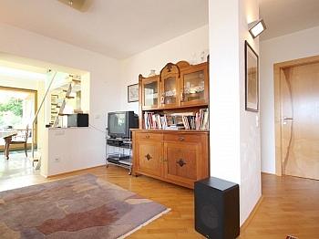 eingefriedetes Parkettböden ausgestattete - Wohnhaus mit Panoramablick in Ludmannsdorf