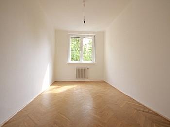 anzumieten bestehend renoviert - Helle 3-Zimmer Wohnung in der August-Jaksch-Str.