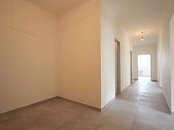 Garderobenbereich Tiefgaragenplatz Betriebskosten - Helle 3-Zimmer Wohnung in der August-Jaksch-Str.
