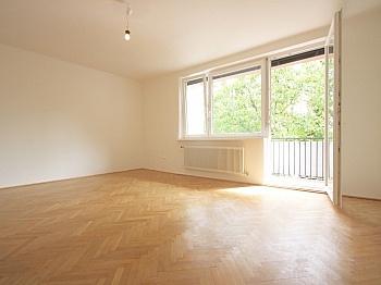 Bruttomieten Möglichkeit Schlafzimmer - Helle 3-Zimmer Wohnung in der August-Jaksch-Str.