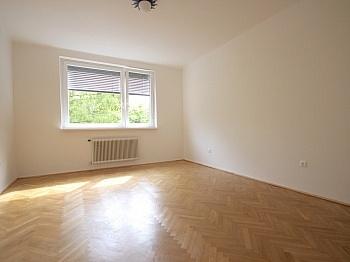 Bruttomieten Zusätzlich Heizkosten - Helle 3-Zimmer Wohnung in der August-Jaksch-Str.