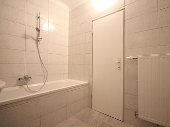Zugang Zimmer August - Helle 3-Zimmer Wohnung in der August-Jaksch-Str.