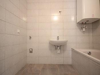 Zugang sofort Diele - Helle 3-Zimmer Wohnung in der August-Jaksch-Str.