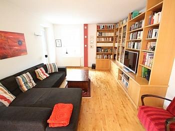 Stellplätze Einfahrtstor Dachgeschoss - Schönes Zweifamilienwohnhaus 170m² - Waidmannsdorf