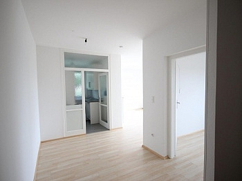 Bestehend möbliert Esszimmer - 2 - Zi Wohnung Nähe Klinikum Klagenfurt