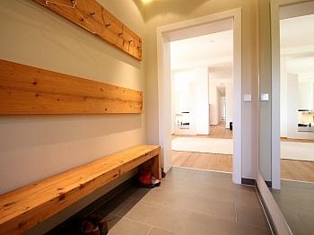 Aussicht belaufen entfernt - Stylische 4-Zimmer Gartenwohnung in Köttmannsdorf