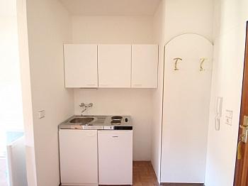 Schlafraum Doppelbett Kochnische - 28m² Garconniere in Viktring