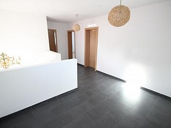 Gebäudeversicherung Elternschlafzimmer Kunststofffenster - Neuwertiges 123m² Wohnhaus in Köttmannsdorf