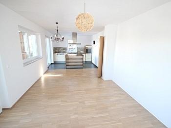 Verglasung Esszimmer genehmigt - Neuwertiges 123m² Wohnhaus in Köttmannsdorf