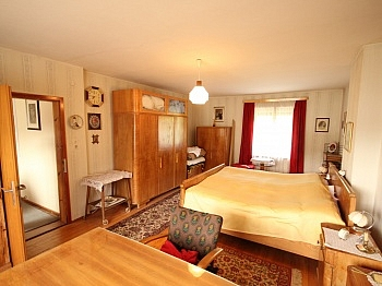 Fliesenböden Wohneinheiten Kinderzimmer - Wohnhaus mit Geschäftslokal in Zweinitz