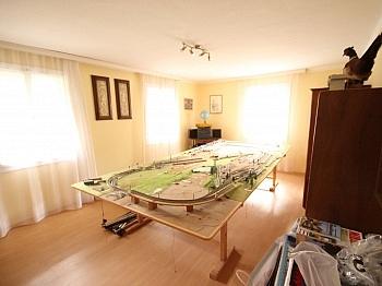 Jagdzimmer gepflegtes Dorfgebiet - Wohnhaus mit Geschäftslokal in Zweinitz