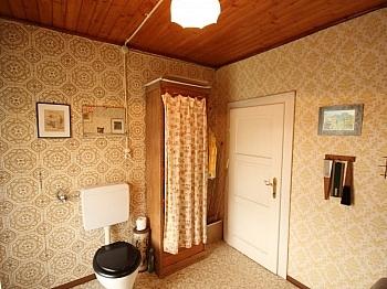 Vorraum Sonnige Laminat - Wohnhaus mit Geschäftslokal in Zweinitz