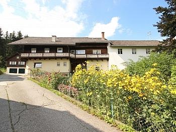 Wohnhaus mit Geschäftslokal in Zweinitz