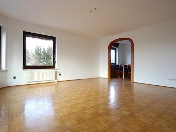 sonniger Betriebs Aussicht - Zentrale 4-Zi-Terrassenwohnung in Waidmannsdorf