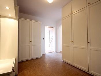 Garderobe bestehend genügend - Zentrale 4-Zi-Terrassenwohnung in Waidmannsdorf