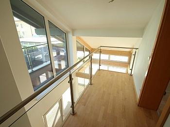 Idyllische Südbalkon Verglasung - Neues modernes 114m² Wohnhaus in Viktring