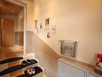 Schlafzimmer ausgerichtet Obergeschoß - Viktring unverbaubarer Blick auf Klagenfurt