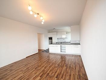 Wohnung Ostloggia Aussicht - Schöne 3 - Zi Wohnung in St. Martin Seenähe