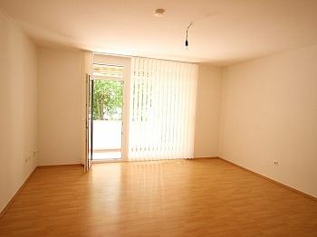 Tarviserstrasse Hochparterre Garagenplatz - Schöne Wohnung in UNI- und See Nähe