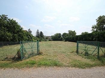 Grundstück befindet Münchendorf - 2786 m² schöner, sonniger Baugrund in Münchendorf