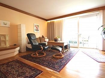 Schlafzimmer ausgestattet Sonnenschutz - 2-Zi-Wohnung mit atemberaubendem Wörtherseeblick
