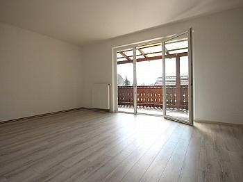 geräumiges Badezimmer Kunstoffisolierglasfenster - Schöne 2-Zi-Wohnung in Unterwinklern/Velden