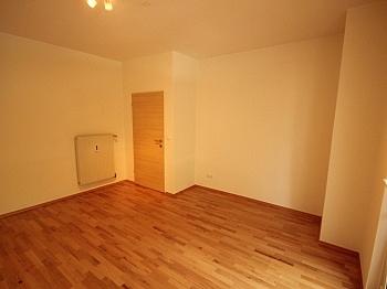 Küche direkt Loggia - Komplett sanierte 2 Zi Wohnung in Welzenegg