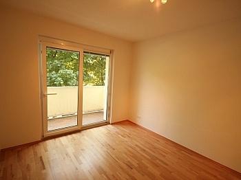Böden sofort Stock - Komplett sanierte 2 Zi Wohnung in Welzenegg