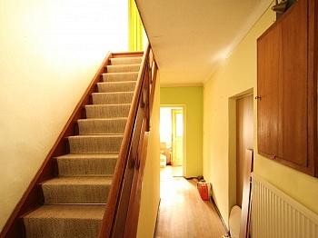 Autabahn Heizung Rendite - Teilsaniertes Wohnhaus in Waidmannsdorf ca. 90m²