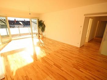 Carportplatz Traumhafte Übernahme - Traumhafte neue 113m² 4 Zi Penthouse - XL Terrasse
