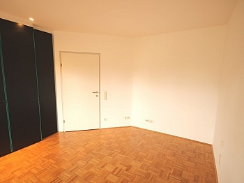 großer zentral Vorraum - Schöne 3 Zi-Wohnung Waidmannsdorf sehr zentral