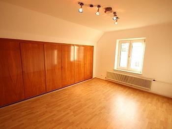 Keller sonnig Wasser - Teilsaniertes Wohnhaus in Waidmannsdorf ca. 90m²