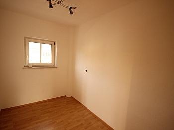 gute Lage  - Teilsaniertes Wohnhaus in Waidmannsdorf ca. 90m²