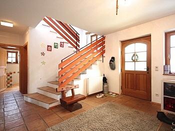 Holzdielenboden anschließender Raumaufteilung - Großzügiges Wohnhaus Nähe Ludmannsdorf/Selkach
