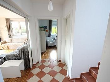 Aussichtslage Außenanlagen Fliesenböden - Neuwertiges tolles 128m² Wohnhaus in Feldkirchen
