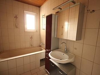 Wohnzimmer Badewanne vermieten - 3 Zi - Wohnung in der Altstadt