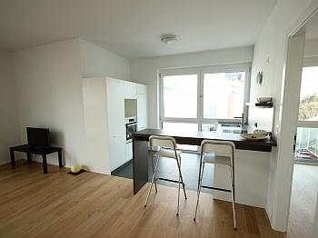 ausgestattet Kellerabteil Bruttomieten - Neue 2 - Zi Wohnung 60m² in der Stadt