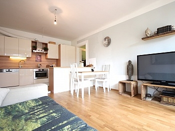Gartenwohnung unmittelbarer Einbaumöbel - Neue 3-Zimmer Whg. mit Eigengarten in Uni Nähe