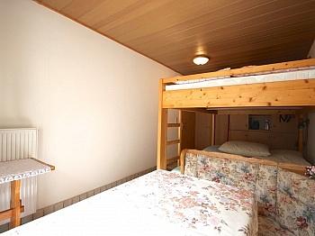 Rollläden gepflegtes Wohnzimmer - Idyllisches Wohnhaus in Bleiberg-Kreuth
