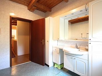 Radiatoren Badezimmer Garderobe - Heimeliges Wohnhaus in Sonnenlage/Maria Rain