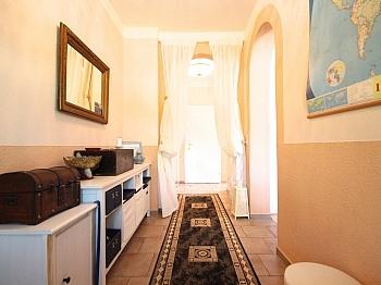 Schlafzimmer Garagentoren Marmorböden - Heimeliges Wohnhaus in Sonnenlage/Maria Rain