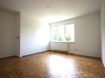 Garagenbox verglaste Esszimmer - Zentrale 4-Zi-Wohnung in Unterwinklern/Velden
