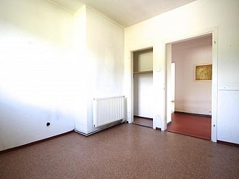 Waschtisch Wohnanlage Tageslicht - Zentrale 4-Zi-Wohnung in Unterwinklern/Velden