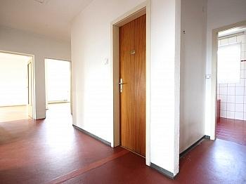 Abstellraum Waschtisch Wohnzimmer - Zentrale 4-Zi-Wohnung in Unterwinklern/Velden