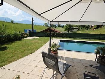 Gebäudeversicherung Elternschlafzimmer Kunststofffenster - 230m² Zweifamilienhaus mit Pool in Köttmannsdorf