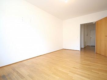 Vorraum großes sonnige - 5-Zi-Whg. in der St.Veiter Straße inkl. Tiefgarage