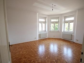 Autoabstellplatz Zimmerwohnung Bruttomieten - 74m² Mietwohnung in einer Villa, Gartenbenützung