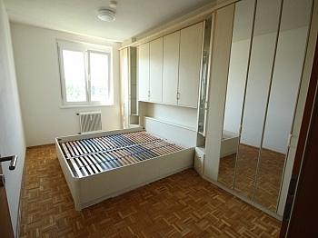Vorraum einigen Parkett - Schöne 2,5 Zimmer - Wohnung in Waidmannsdorf