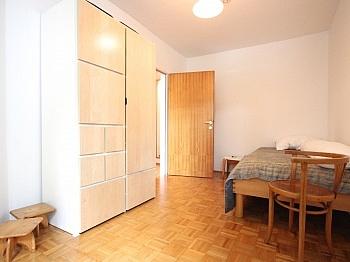 Parkmöglichkeiten sonnendurchflutete Garderobenbereich - Zentrale 3-Zi-Wohnung in Feschnig/LKH Nähe